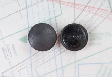 bouton en cuir