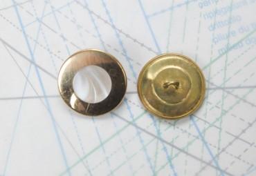 Bouton en métal doré estampé boucle en U