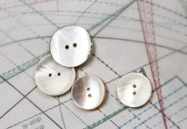 bouton en nacre, 1 lot 4 pièces