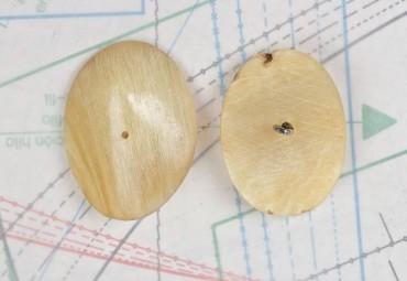bouton en corne blonde, boucle insérée