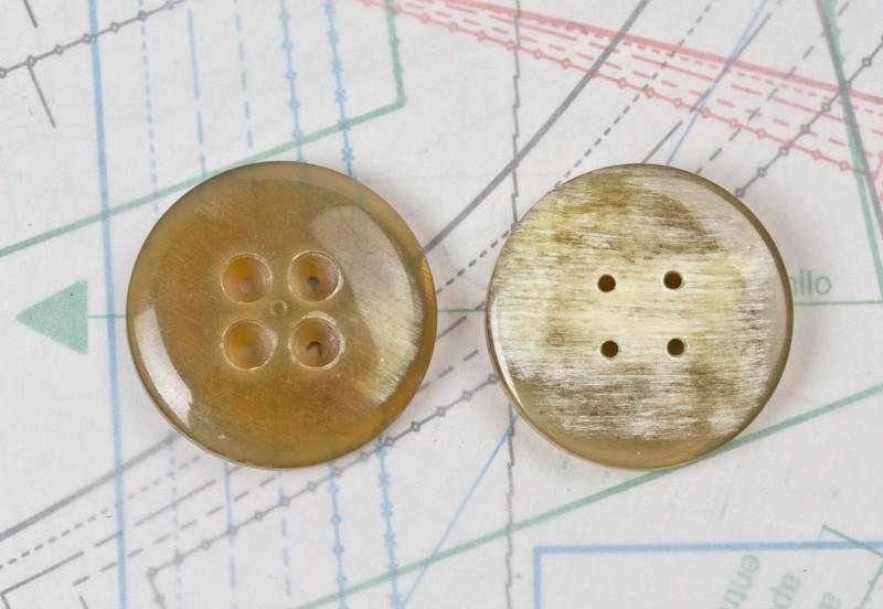 bouton en corne blonde marron et noire, 4 trous