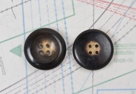 bouton en corne marron, 4 trous