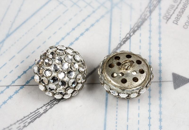 bouton en strass