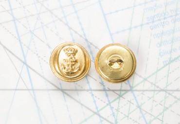 Bouton en métal doré brillant estampé boucle oméga
