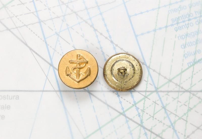 Bouton en métal doré estampé boucle alpha